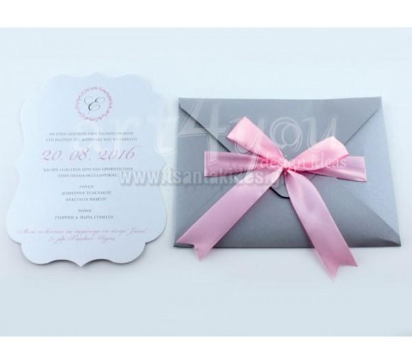 Προσκλητήριο Βάπτισης μονόγραμμα ροζ σε ασημί φάκελο